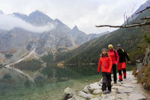 Hiking Tips Hiking - family on mountain trek